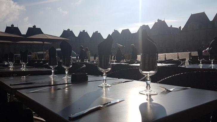 restaurant-entrecote-cadre-unique-place-ducale