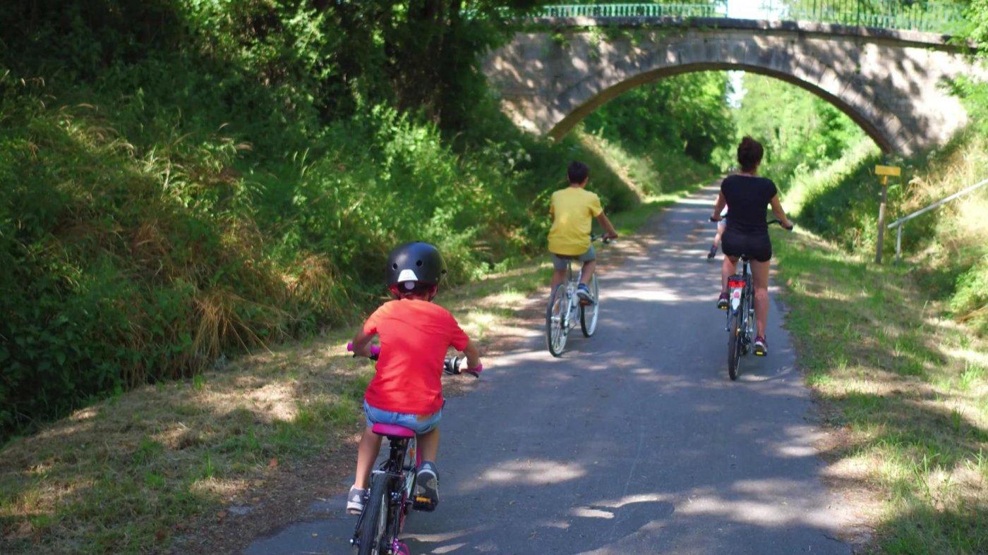 destination-saone-et-loire-region-dispose-de-nombreuses-pistes-pour-faire-bonheur-des-adeptes-du-velotourisme