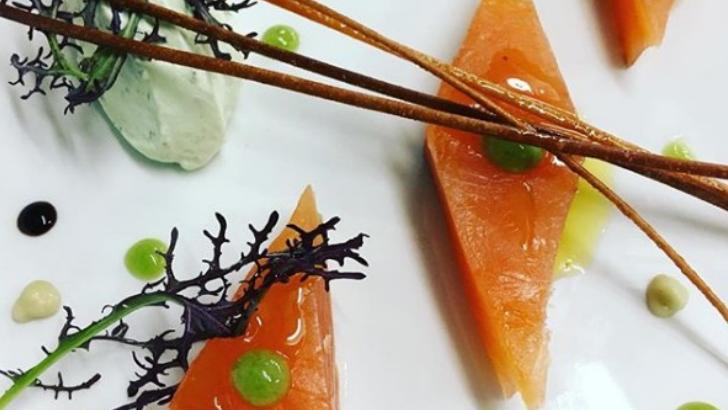 restaurant-bistrot-dumas-a-geneve-saumon-a-presentation-soignee