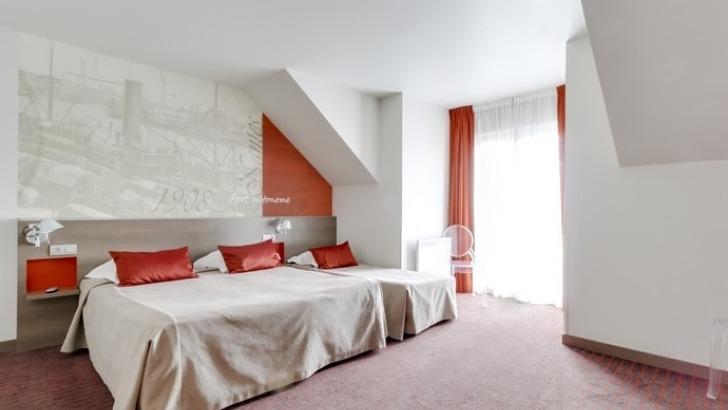 hotel-amiral-chambre-triple-avec-salle-de-bains-et-wc