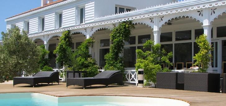 piscine-du-restaurant-maison-sur-eau-a-barbatre-sur-ile-de-noirmoutier