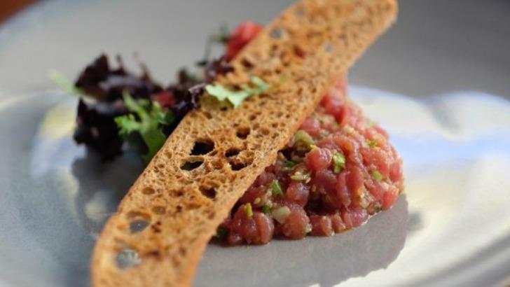 restaurant-philosophes-une-adresse-tartares-et-fruits-de-mer-sont-a-honneur