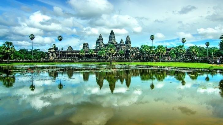 agence-seripheap-a-phnom-penh-des-sejours-inoubliables-ici-de-somptueux-temples-emergeant-d-un-ecrin-de-verdure