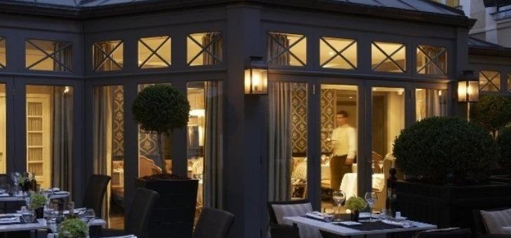 salle-vue-de-terrasse-du-restaurant-italien-assaggio-a-paris