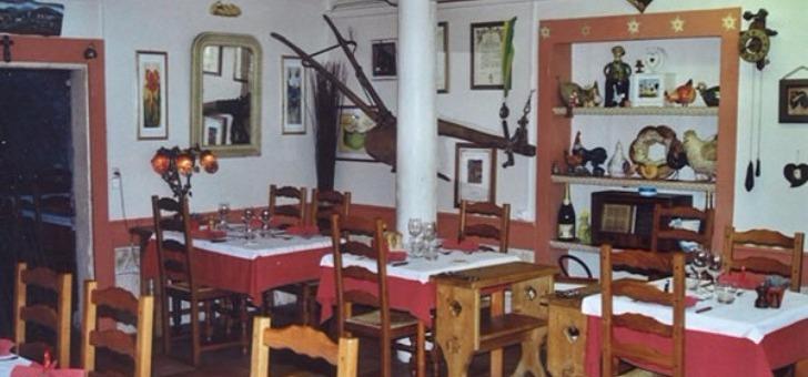 ambiance-savoyarde-du-restaurant-auberge-d-ayze-a-ayse-situe-entre-annecy-et-de-chamonix