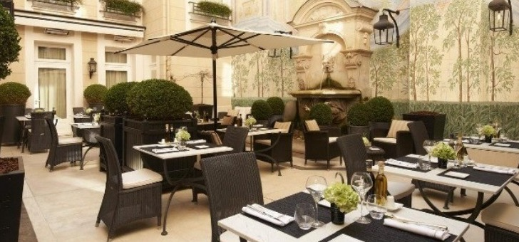 terrasse-et-patio-du-restaurant-italien-assaggio-a-paris
