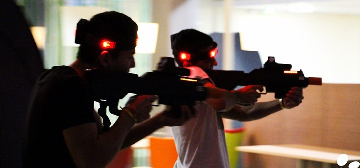 laser-army-a-mans-des-effets-sonores-et-lumieres-pour-une-immersion-totale-a-cet-univers-fantaisiste
