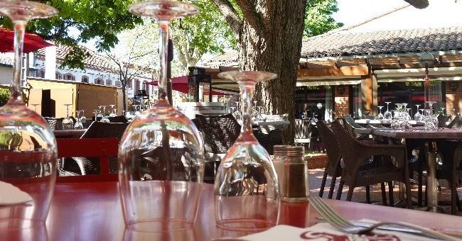 grande-terrasse-restaurant-pergola-a-toulouse-cuisine-traditionnelle-francaise-specialites-du-sud-ouest