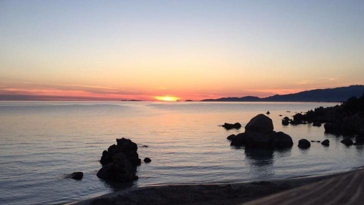 cors-alpha-coucher-de-soleil-sur-plage-d-argent
