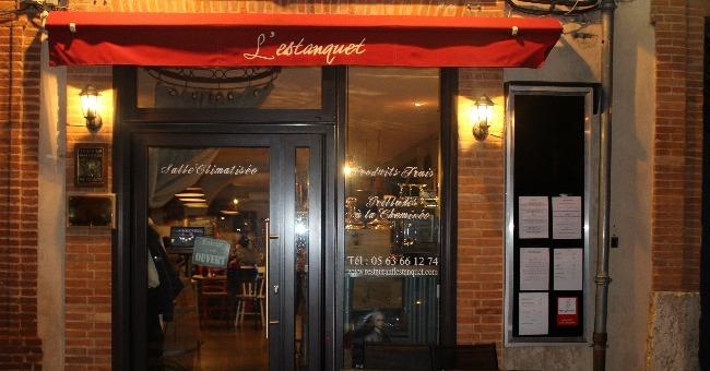facade-et-entree-du-restaurant-estanquet-une-tres-bonne-adresse-de-viandes-et-produits-du-terroir-sur-montauban