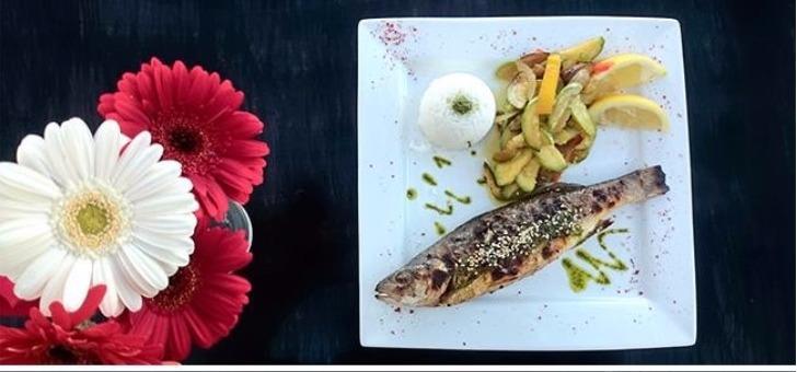 cuisine-corse-au-restaurant-plage-paillote-de-hotel-orizonte