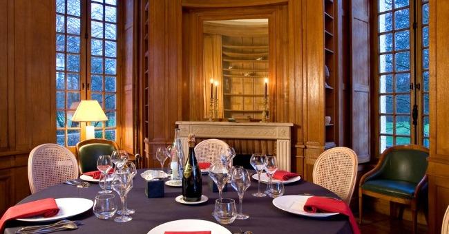 restaurant-chateau-des-sept-tours-dispose-service-sophistique-soigne