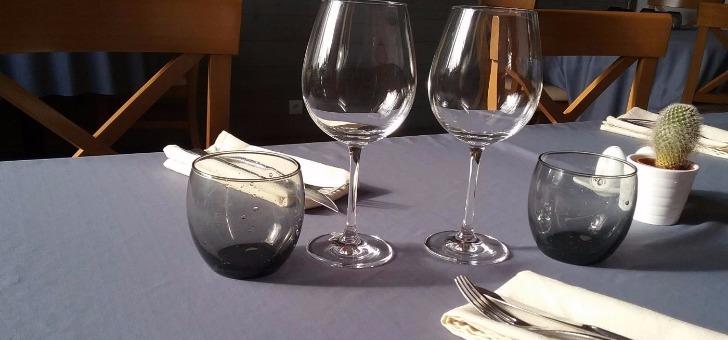 restaurant-alizes-a-saint-pierre-d-oleron-ile-d-oleron-table-couvert-nappe