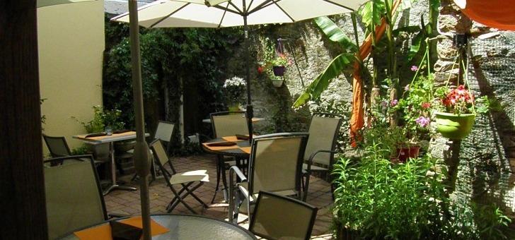 une-terrasse-agreable-pour-profiter-du-soleil