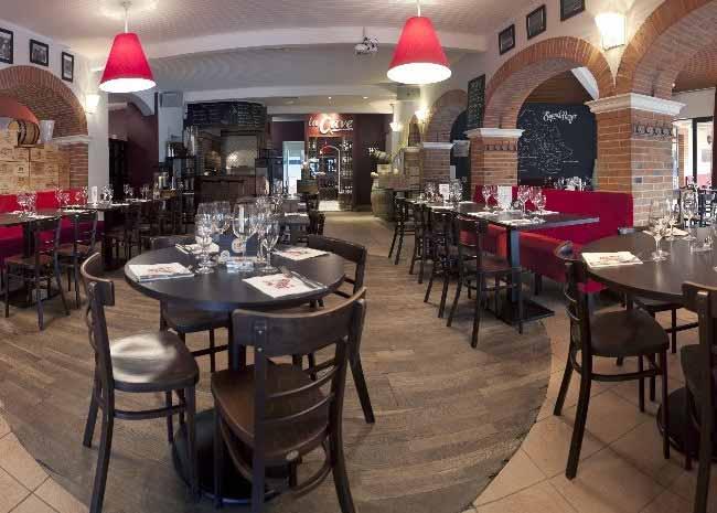 tables-salle-a-manger-conviviale-restaurant-pergola-a-toulouse-262-avenue-lardenne