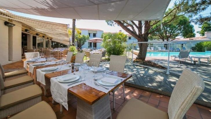 hotel-restaurant-fleur-de-sel-a-noirmoutier-ile-choisir-terrasse-pour-une-ambiance-plus-decontractee