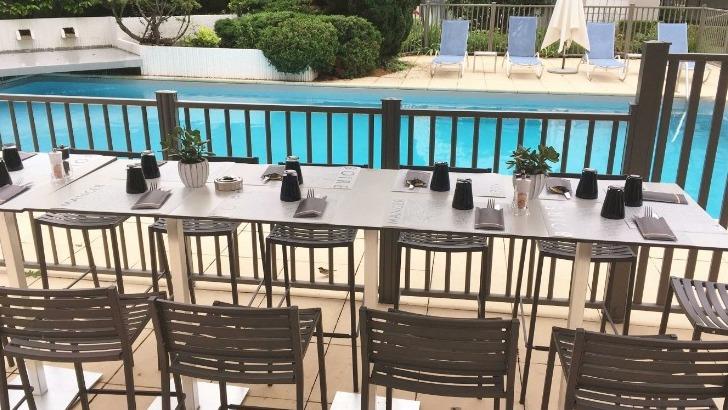 chateau-bourgogne-offre-une-possibilite-de-services-terrasse