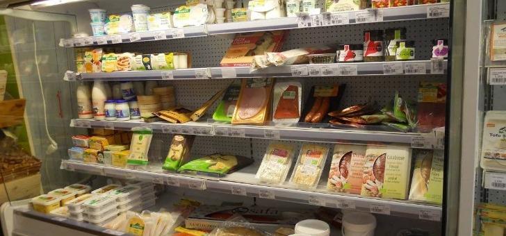attractive-bio-propose-des-produits-alimentaires-vrac-tels-des-fruits-et-legumes-frais-provenant-des-producteurs-locaux-des-fruits-secs-des-thes-et-tisanes-bio