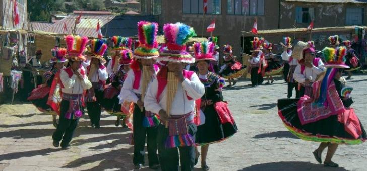 folklore-des-communautes-du-lac-titicaca-a-amantani