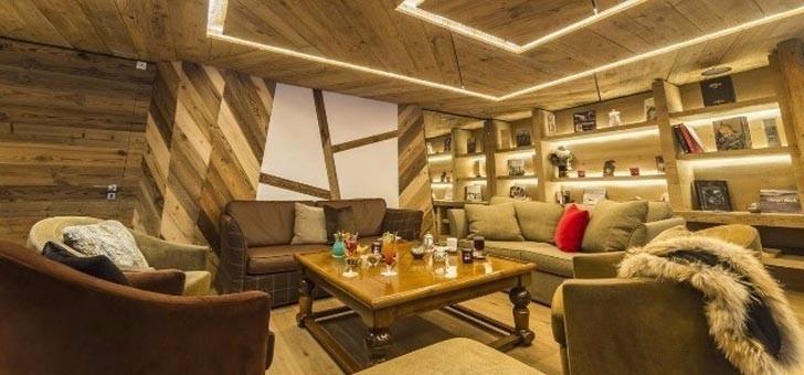 salon-au-bar-du-restaurant-les-barmes-de-l-ours-a-val-d-isere