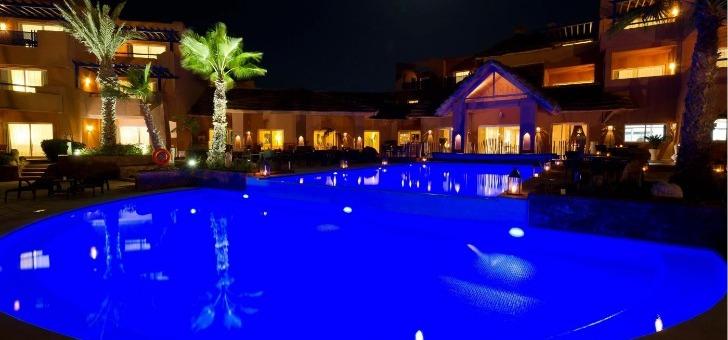 vue-nocturne-de-piscine