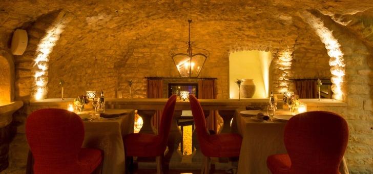 restaurant-crillon-brave-luxe-cadre-authentique-etablissement-labellise-relais-chateau
