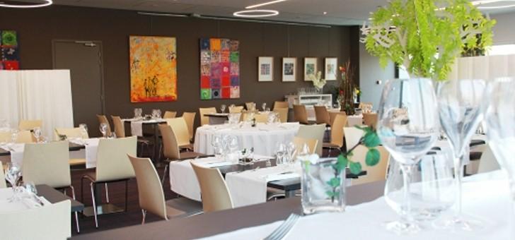 receptions-bertacchi-a-bezannes-salle-de-restaurant-a-decoration-moderne-et-aeree