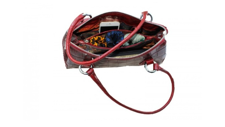 serviettes-beautywaps-pliees-enveloppe-sont-discretes-et-glissent-facilement-dans-votre-sac
