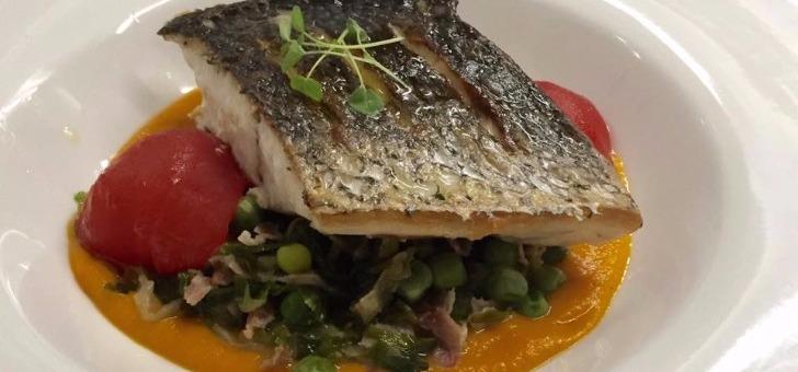 poisson-justesse-des-compositions-produits-du-marche-pour-cuisine-du-restaurant-horloge-gourmande-a-tassin-demi-lune