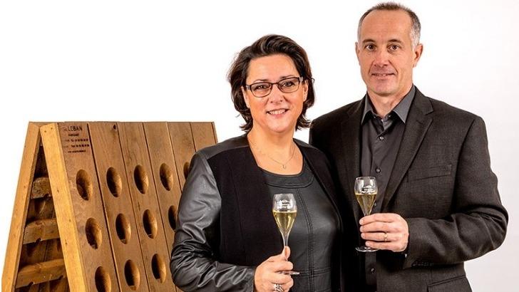couple-moyat-jaury-heureux-proprietaires-du-domaine-et-rassembles-autour-d-une-passion-commune
