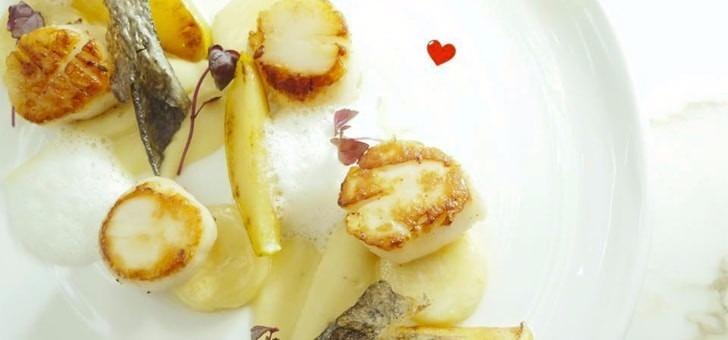 saint-jacques-viennoise-d-herbes-legumes-de-saison-sauce-poulette