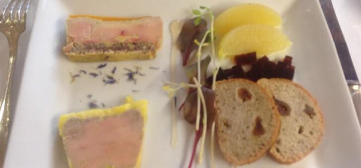une-belle-assiette-de-foie-gras-au-restaurant