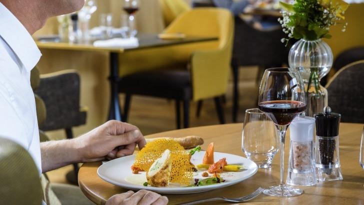 restaurant-chateau-bourgogne-accueille-autour-d-une-cuisine-creative-et-raffinee