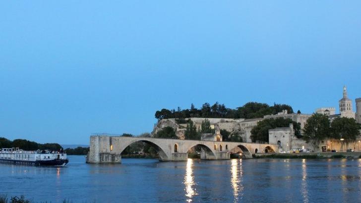 pont-d-avignon-un-pont-mythique-et-connu-a-travers-monde-a-travers-celebre-comptine