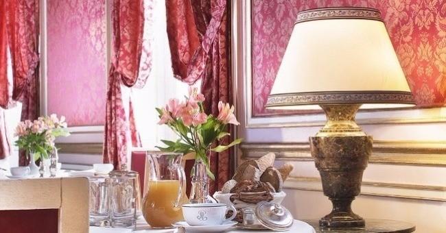 decoration-raffinee-cree-espace-feutre-gourmets-restaurant-origan-chateau-dijon