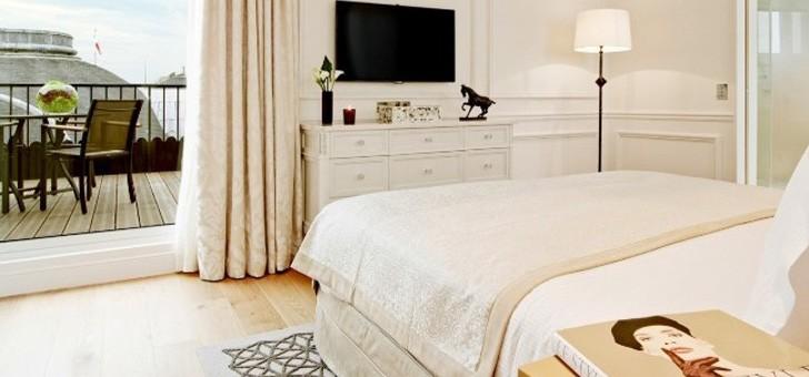 chambre-du-grand-hotel-du-palais-royal-donne-sur-terrasse-lulli