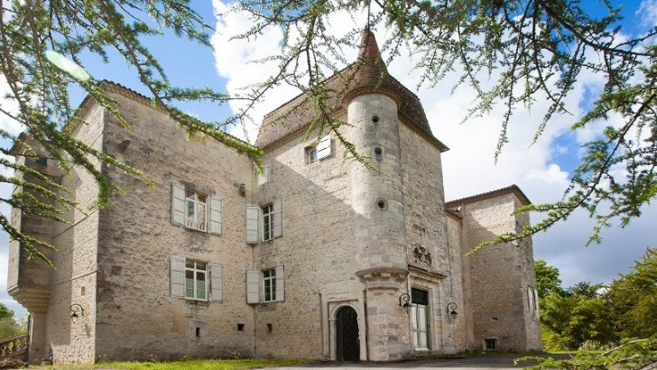 chateau-de-gensac-a-condom-armagnac-date-du-xiiie-siecle