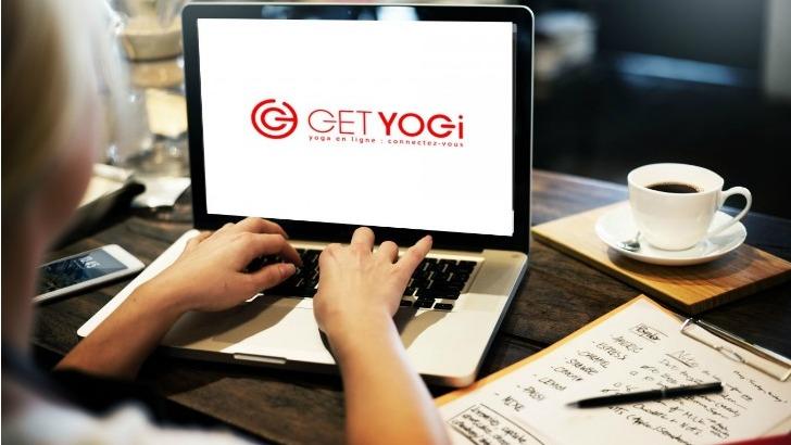 get-yogi-corporate-exerce-au-sein-des-societes-pour-bien-etre-des-salaries-ici-pedagogie-du-yoga-adapte-finement-au-monde-de-entreprise-adoptant-notamment-certaines-postures-visant-a-detendre-corps