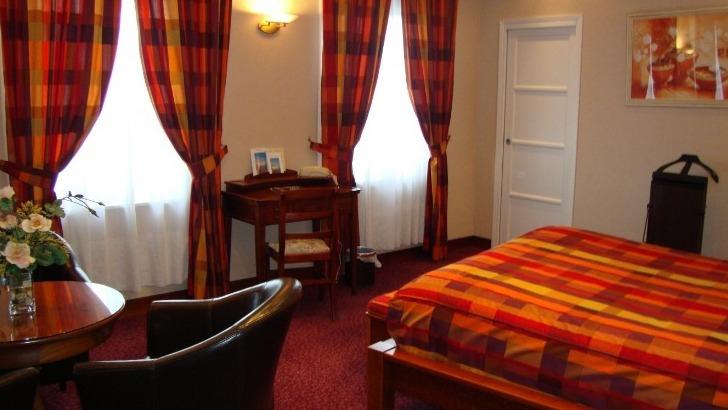 hotel-borel-un-havre-de-paix-idealement-situe-face-du-port-et-a-proximite-de-restaurants-et-magasins