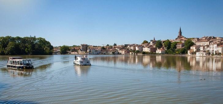 canal-du-midi-est-un-canal-relie-toulouse-a-mer-mediterranee-depuis-17eme-siecle-et-passe-ici-par-castelnaudary