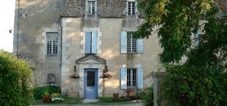 chateau-chabrier-a-razac-de-saussignac-domaine-possede-un-vaste-vignoble-de-20-hectares-domine-vallee-de-dordogne