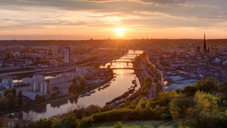 rouen-une-ville-attractive-six-ponts-et-un-viaduc-ferroviaire-permettent-de-traverser-seine-a-rouen