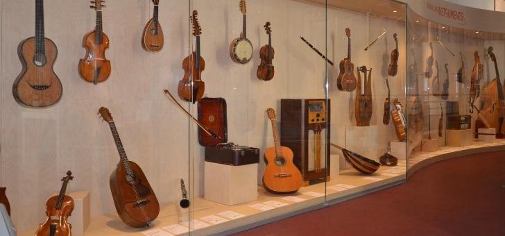 musee-de-lutherie-et-de-archeterie-francaises-diversite-des-instruments-presentes