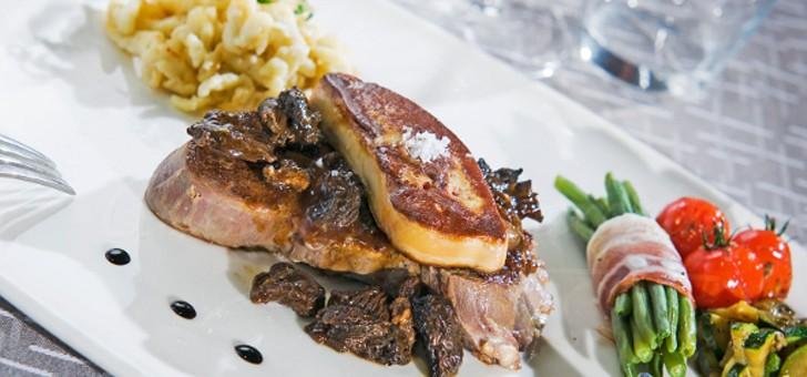restaurant-brasserie-eclusiers-a-henridorff-tendrete-d-une-viande-finement-presentee-avec-son-accompagnement-de-legumes-frais