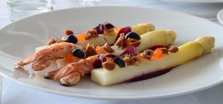 asperges-blanches-a-vinaigrette-de-myrtilles