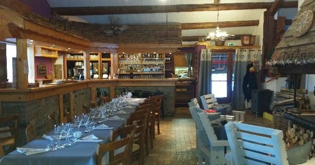 restaurant-bartavelle-a-beaufort-convivialite-menu-gigot-a-ficelle-cuit-dans-cheminee