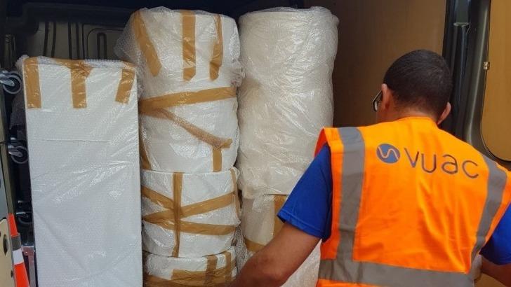 vuac-a-paris-une-solution-pratique-pour-transporter-objets-lourds-ici-derniere-verification-avant-depart
