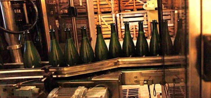 champagnes-dans-processus-d-embouteillage