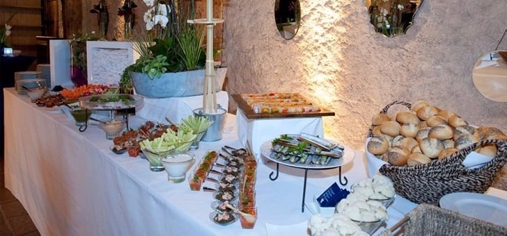 un-buffet-copieux-au-restaurant-la-grange-aux-dimes-a-wissous-dans-l-essonne-pres-de-paris-lieu-receptions-mariages