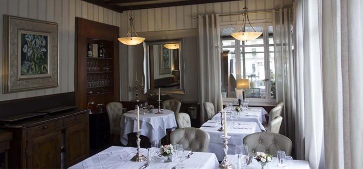 croix-d-ouchy-demeure-une-reference-culinaire-de-cette-grande-ville-suisse-d-autant-plus-prix-fixes-restent-tres-abordables-rendant-possible-opportunite-de-deguster-et-de-savourer-une-grande-cuisine-dans-un-environnement-exceptionnel